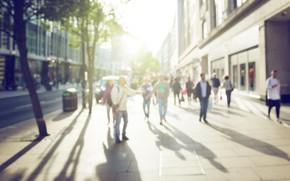 Обои квартал, шум, туристы, человек, улица, боке, люди, движение, дома, магазины, витрины, пешеходы, здания, женщина, солнце, ...
