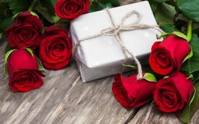 Обои красные розы, бутоны, heart, love, valentine`s day, roses, gift, romantic, розы, red, flowers