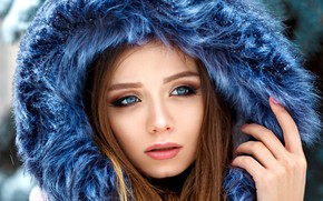 Обои girl, long hair, photo, photographer, blue eyes, snow, model, lips, face, brunette, fur, portrait, mouth, ...