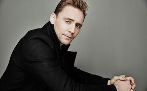 Картинка взгляд, фон, портрет, куртка, актер, фотосессия, Tom Hiddleston, Том Хиддлстон, 2015, для фильма, Maarten de …