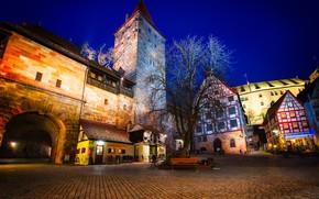 Обои памятник, Нюрнберг, мостовая, фонари, Nuremberg Castle, ночь, крепость, скамейки, огни, дерево, площадь, Германия, дома