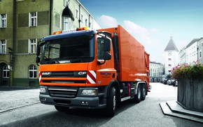 Картинка оранжевый, город, площадь, DAF, ДАФ, мусоровоз, 6х2, бортовая платформа, EEV, DAF CF75.310 FAN