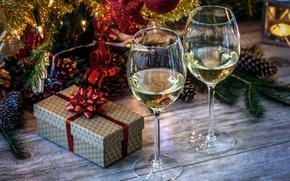 Картинка украшения, ветки, праздник, коробка, подарок, доски, новый год, рождество, ель, бокалы, ёлка, мишура, шампанское, шишки
