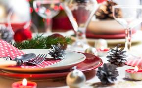 Картинка стол, шары, игрушки, бокалы, посуда, Новый год, Шишки, сервировка