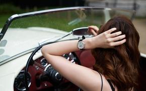 Картинка машина, девушка, часы, рука, рыжая, автомобиль, за рулем
