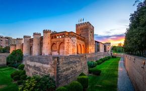 Картинка небо, трава, деревья, закат, огни, газон, стены, вечер, башни, форт, крепость, Испания, кусты, ров, Zaragoza, …