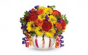 Картинка цветы, розы, букет, белый фон, ваза, хризантемы, ленточки, гвоздики