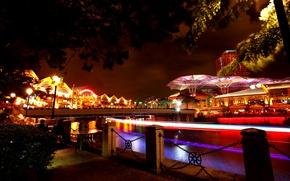 Картинка ночь, мост, огни, река, дома, фонари, Сингапур, набережная, иллюминация