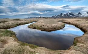 Картинка поле, горы, река