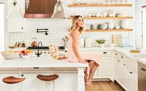 Картинка девушка, цветы, улыбка, стол, кухня, фрукты, Лорен Конрад, Lauren Conrad