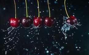 Картинка движение, вишни, капли воды, Newton's cradle