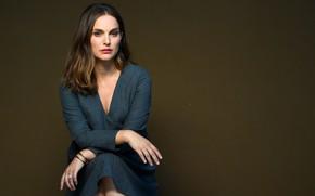 Картинка взгляд, поза, актриса, Natalie Portman