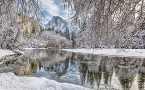 Картинка зима, лес, снег, ветки, река, гора, Калифорния, California, Yosemite Valley, Yosemite National Park, Хаф-Доум, Сьерра-Невада, …