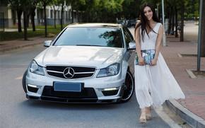 Картинка авто, взгляд, улыбка, Девушки, Mercedes, журнал, красивая девушка, .азиатка