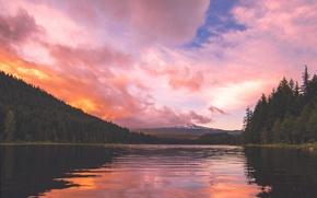 Картинка небо, облака, деревья, горы, водоем