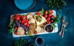 Картинка ягоды, еда, сыр, печенье, клубника, wine, berries, cheese, biscuits