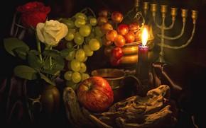 Обои розы, виноград, фрукты, свеча, яблоко, подсвечник