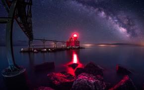 Обои США, камни, небо, маяк, ночь, озеро, берег, звёзды, мост, свет, красный, Wisconsin, Sturgeon Bay