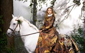 Картинка белый, конь, модель, лошадь, платье, прическа, шатенка, наездница, сидит, фотосессия, Harper's Bazaar, в седле, Gigi ...