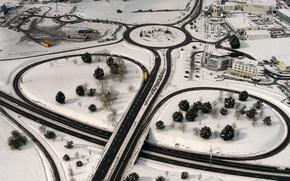 Картинка дорога, снег, Франция, дома, развязка, панорама, Бретань, Сен-Мало