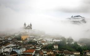 Картинка облака, туман, дома, склон, церковь, Бразилия, Ору-Прету