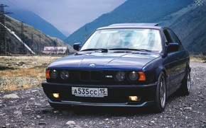 Картинка трава, горы, мост, природа, фары, бмв, трасса, BMW, Japan, wheels, диски, old, бумер, E34, low, ...