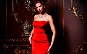 Картинка украшения, стена, ожерелье, макияж, фигура, платье, прическа, камин, шатенка, красотка, орнамент, в красном