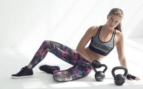 Картинка поза, перчатки, фитнес, pose, Nina Agdal, воркаут, workout, fitness, gloves, Нина Агдал, гири, CrossFit, Кроссфит