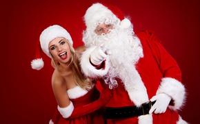 Обои радость, красный, фон, настроение, праздник, шапка, рождество, макияж, платье, очки, прическа, блондинка, Новый год, перчатки, ...