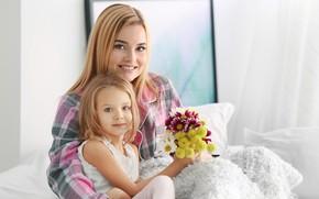 Картинка девочка, мама, улыбка, букет