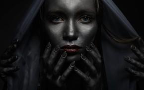 Обои Иван Лосев, голубоглазая, грим, девушка, пальцы, руки