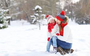 Картинка зима, снег, природа, игра, девочка, мама