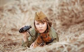 Обои пилотка, фотограф Светлана Никотина, солдат, девушка, бинокль, такса, сено, Наталья Емельянова, собака
