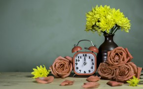 Картинка цветы, розы, будильник, ваза, хризантемы