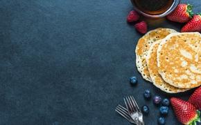 Обои pancakes, клубника, блины, черника, ягоды