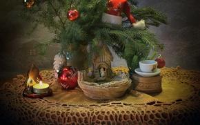 Картинка ветки, стиль, стол, праздник, коробка, игрушки, новый год, рождество, свеча, чашка, ёлка, колпак