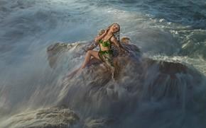 Картинка море, волны, купальник, пена, вода, девушка, свет, брызги, шторм, поза, камни, стихия, модель, поток, фэнтези, …