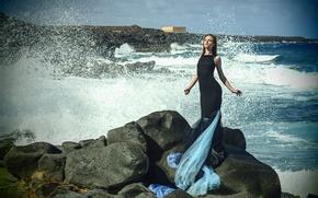 Картинка море, девушка, брызги, поза, камни, океан, фигура, платье, прибой