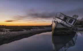 Картинка закат, лодка, мель