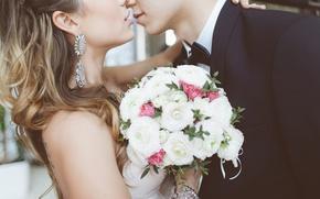 Обои объятия, поцелуй, жених, love, bouquet, серьги, kiss, волосы, embrace, любовь, bride, wedding, букет, свадьба, невеста