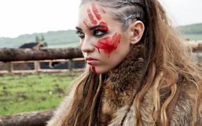 Картинка девушка, модель, след, краска, макияж, прическа, мех, образ, воительница, выражение, hair, длинноволосая, Анастасия Глущенко