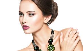 Картинка взгляд, девушка, green, модель, портрет, beautiful, face, jewelry, рука на плече