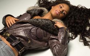Картинка модель, волосы, брюнетка, куртка, певица, Alicia Keys, Алиша Киз