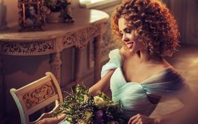 Картинка девушка, улыбка, модель, волосы, букет, макияж, платье, прическа, профиль, кудри, Edward Derule