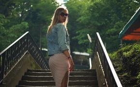 Картинка лето, взгляд, лицо, волосы, джинсы, платье, очки, Маша