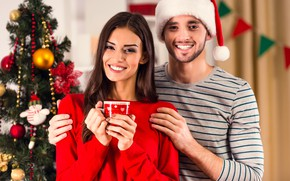 Картинка девушка, улыбка, праздник, шапка, игрушки, новый год, рождество, макияж, платье, прическа, пара, чашка, ёлка, шатенка, …