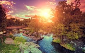Картинка небо, солнце, облака, деревья, камни, рассвет, речка