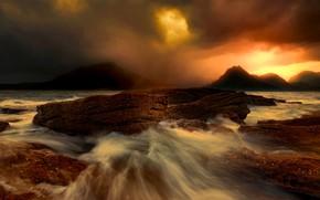 Картинка море, тучи, шторм, камни, скалы, Шотландия