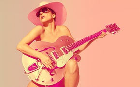 Обои солнце, фон, фотошоп, гитара, шляпа, макияж, очки, певица, Леди Гага, Lady GaGa, SNL, Mary Ellen ...