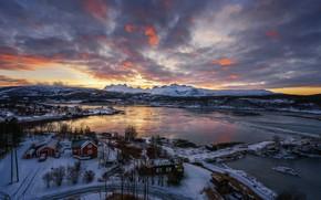 Обои вид сверху, снег, горы, зима, дома, деревья, залив, вечер, Норвегия, Будё, закат